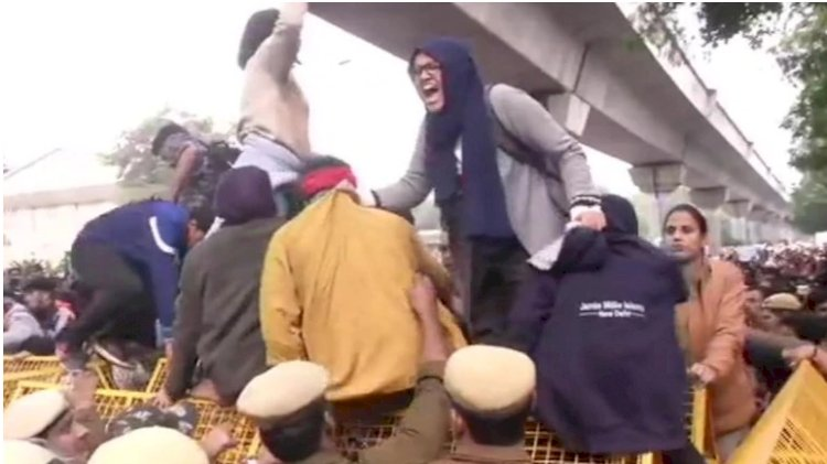CAB protest comes to the capital : Jamia under lockdown
