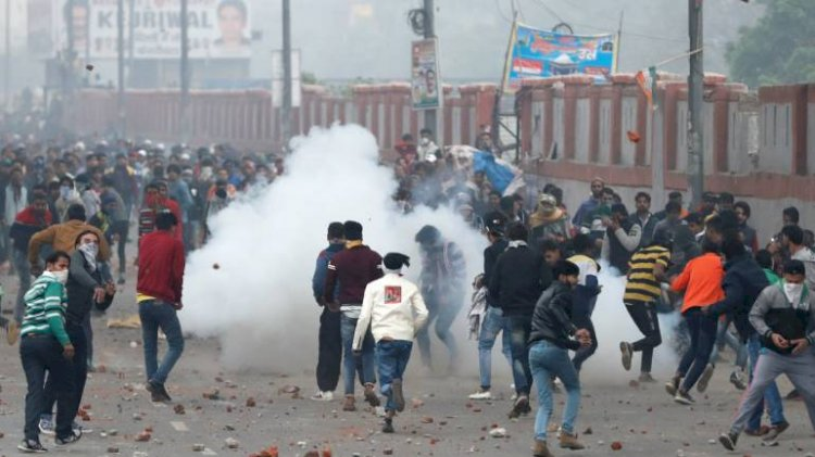CAA Protest : Police fire teargas shells after agitation turns violent in East Delhi
