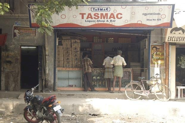 Unable to get liquor, 3 men die in Tamil Nadu after drinking paint and varnish